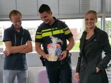 Oud-Beijerlands gezin bedankt politie voor escorte bij bevalling