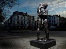 Gezocht: verliefd Harderwijks stel voor bronzen beeld De Kus