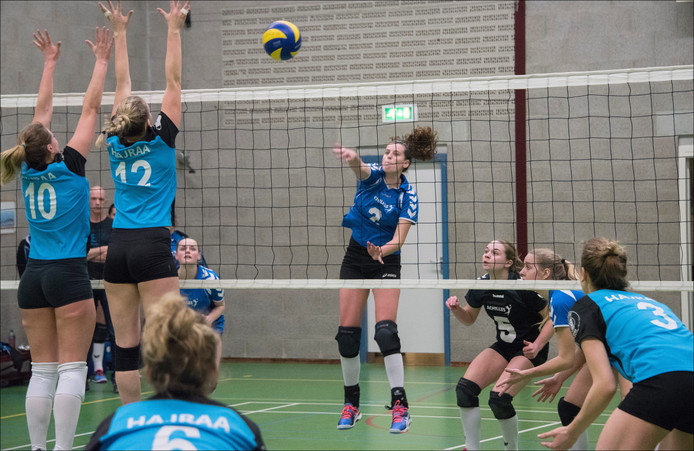 Archieffoto volleybalsters Achilles.