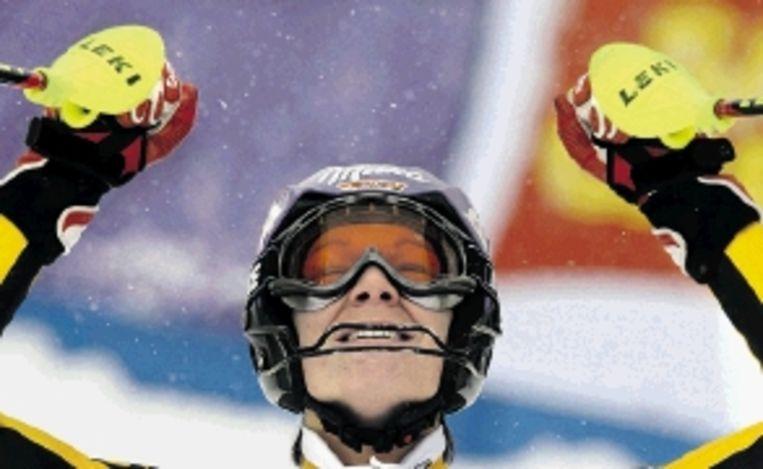 De Duitse skiester Maria Riesch (24 is intens gelukkig met haar winst op de wereldbekerwedstrijd slalom in het Spaanse La Molina. Het was haar eerste winst op een slalom in vier jaar. ( FOTO AFP) Beeld