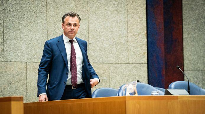 Staatssecretaris Mark Harbers tijdens een debat in de Tweede Kamer.
