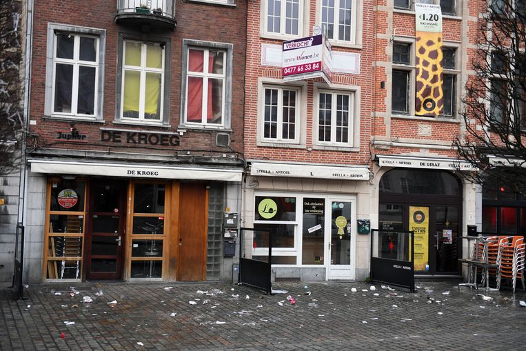 Chrysostomos in Leuven, met de nodige sporen op de Oude Markt.