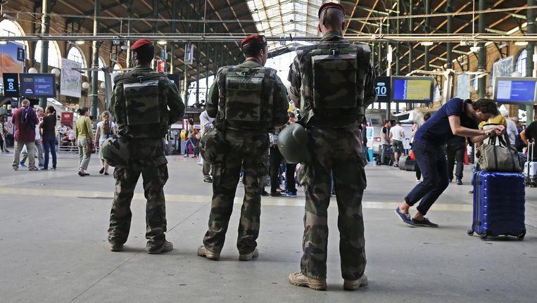 Drie Franse soldaten patrouilleren in Gare du Nord, enkele dagen geleden.