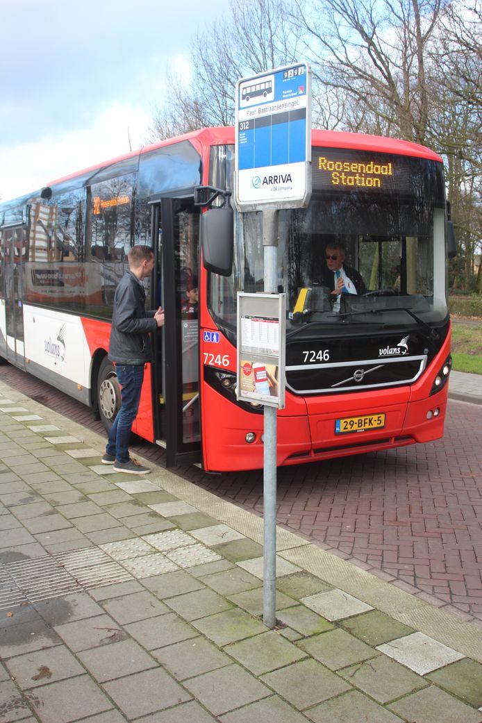 De bushalte aan de Sint Bastiaansensingel is mogelijk een van de haltes die verdwijnt.