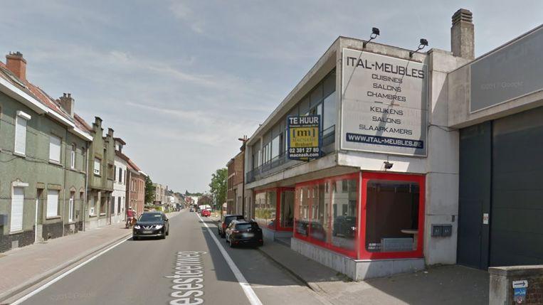 De cannabisplantage werd ontdekt in het oude gebouw waar ooit Ital-meubles gevestigd was op de Hallesteenweg.