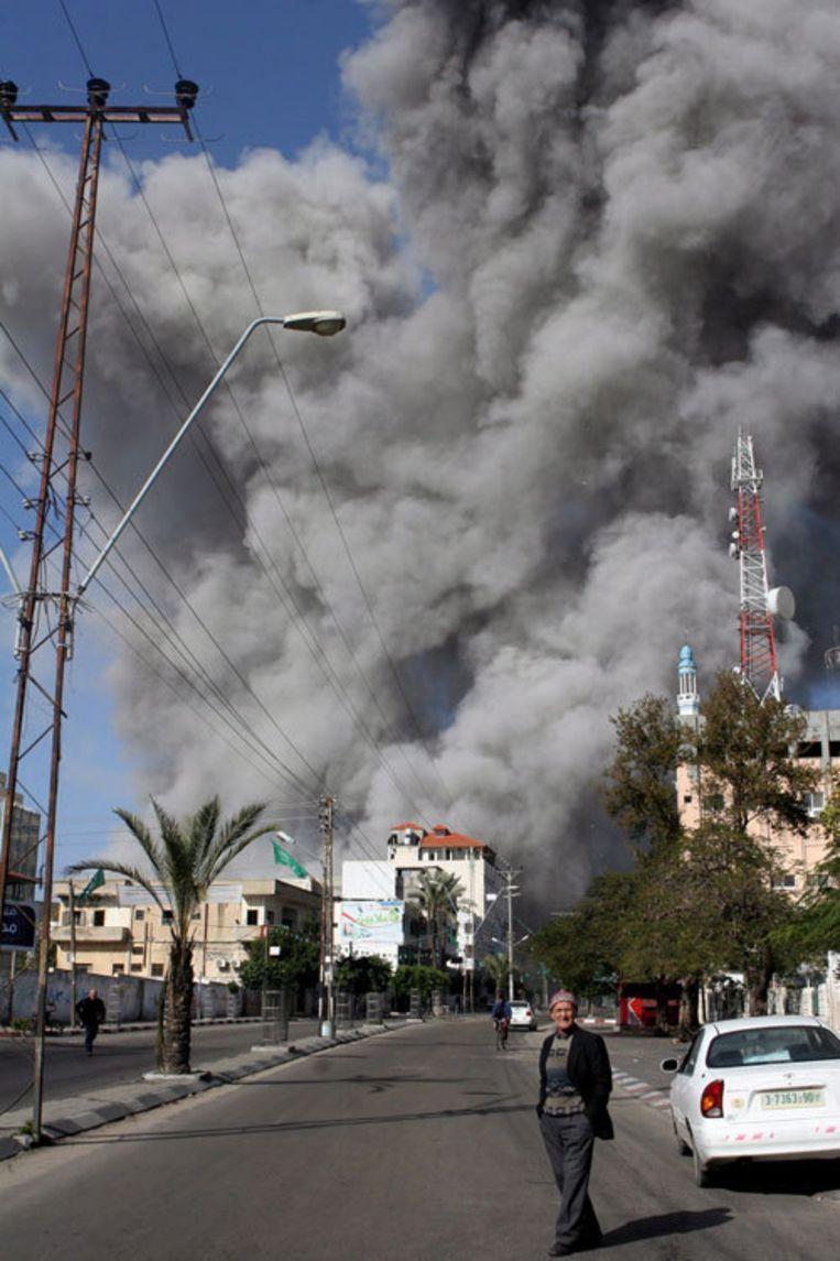 Hevige rookontwikkeling na een Israëlische luchtaanval op een doelwit van Hamas, 28 december. Foto EPA/Ali Ali Beeld