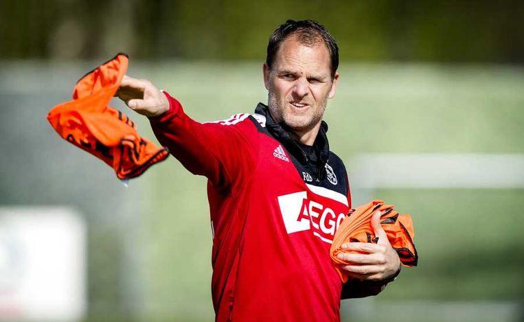 Frank de Boer: 'Ajax kan alleen van Ajax verliezen. Dat roep ik al een tijdje.' Beeld anp