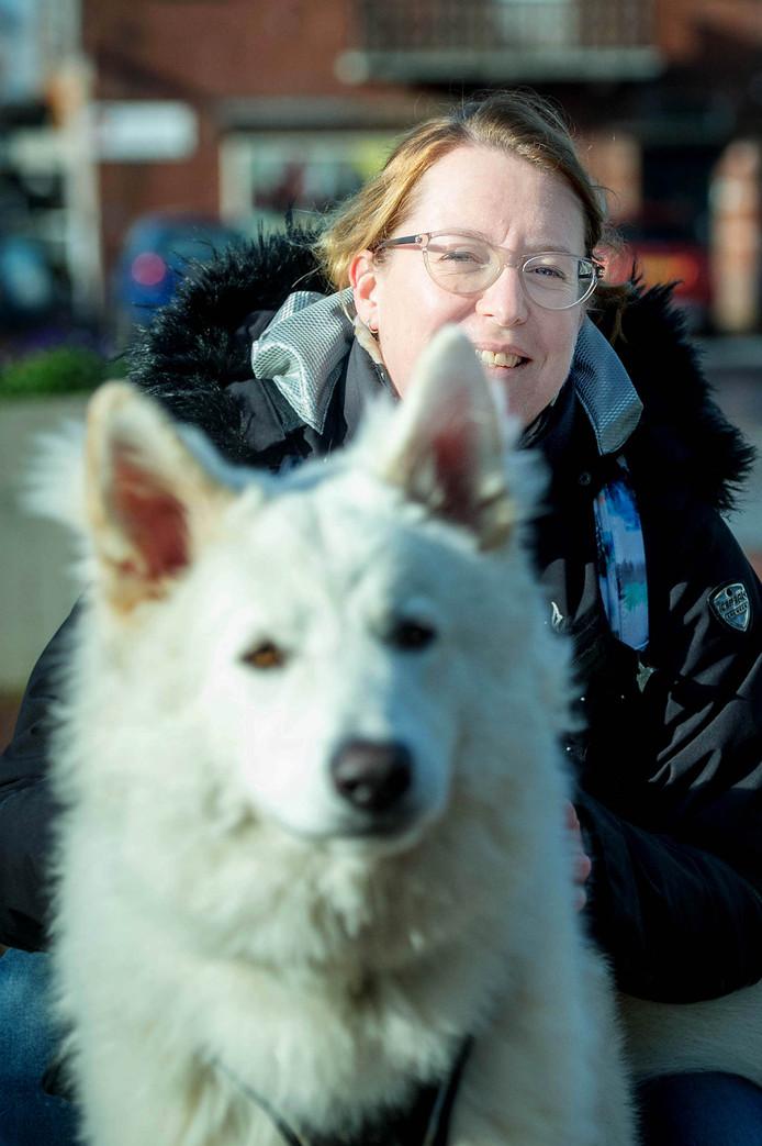 Tessa van Loenhout met haar hond Storm.