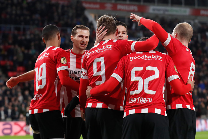 PSV won zaterdagavond met 2-0 van NAC.