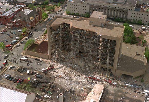 De noordkant van de Alfred P. Murrah Federal Building in Oklahoma City na de bomaanslag. Tot 9/11 was het de grootste terreuraanval ooit op Amerikaanse bodem.