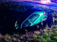 Auto belandt in sloot, bestuurder spoorloos