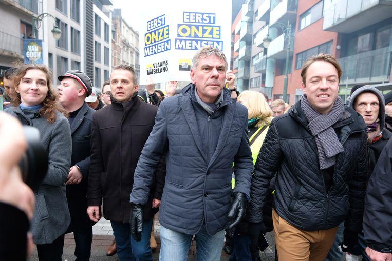 Vlaams Belang-kopstuk Filip Dewinter in de optocht naar het Schumanplein.