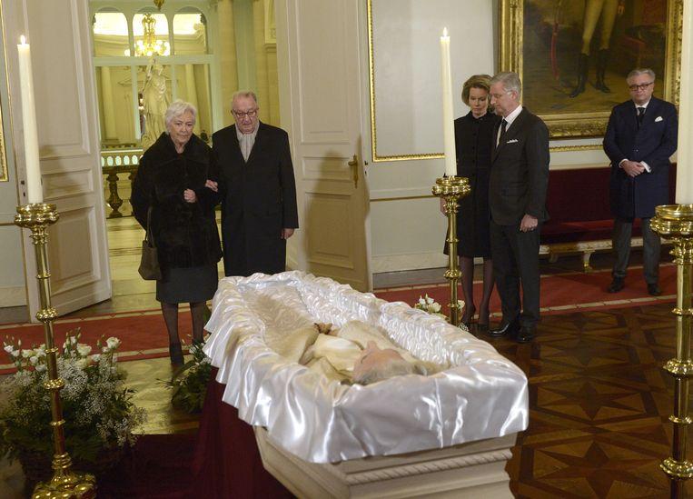 Koning Albert en koningin Paola, rechtsboven: prins Laurent.