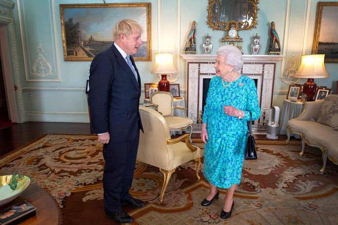 Boris Johnson (links) op audiëntie bij de Britse koningin Elizabeth II op 24 juli van dit jaar.