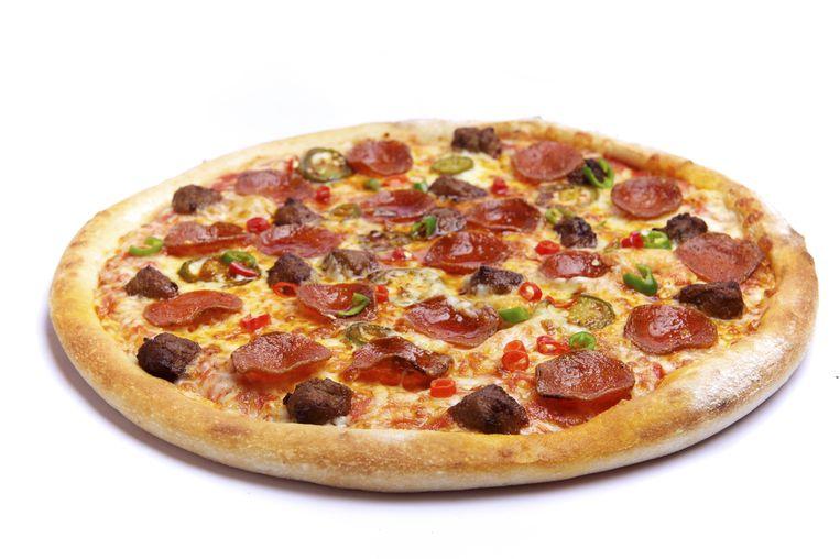 De man zat dertien jaar geleden op droog zaad en besloot de pizza te 'betalen' met een ongedekte cheque. Zo hoefde zijn kind geen honger te lijden.