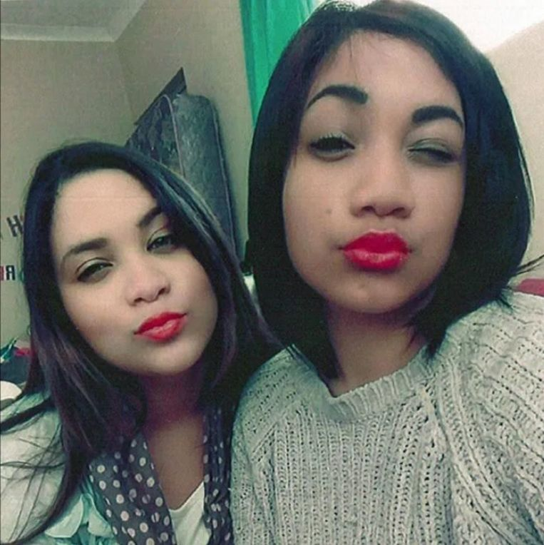Deze selfie, die enkele jaren later genomen werd, toont de opvallende gelijkenis tussen Miché en Cassidy.