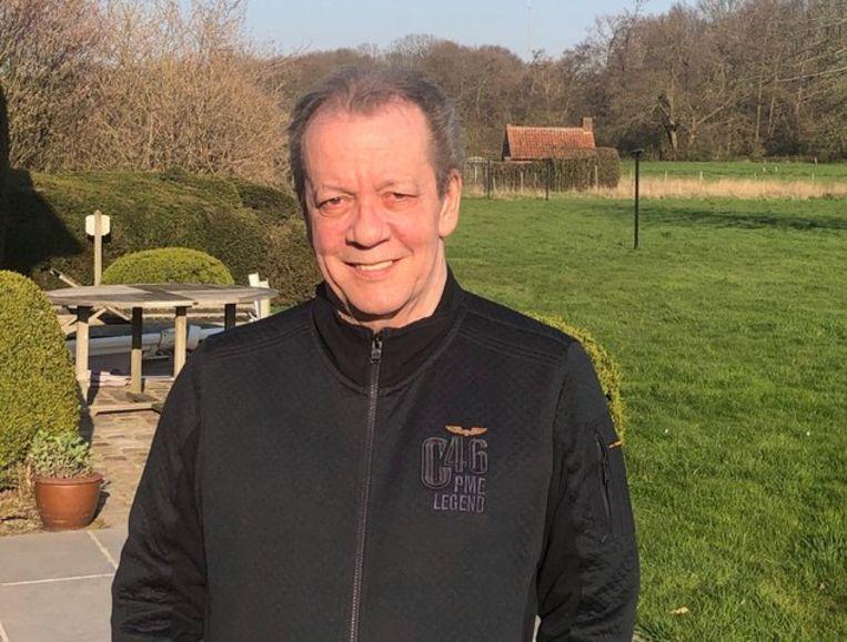 Walter Grootaers herstelt momenteel thuis verder van corona. Inmiddels mag de zanger van De Kreuners ook al eens buiten komen in zijn tuin.