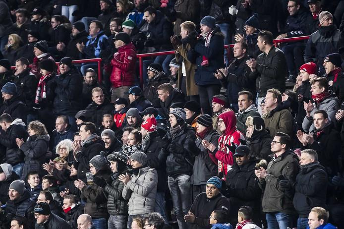 Supporters van PSV roepen op om aankomende vrijdag in de wedstrijd tegen Excelsior op te staan voor Jordy en te applaudisseren.