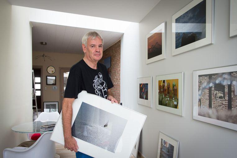Will Gillemot richtte in zijn living een fotomuur in.