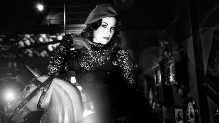 Een avond ter ere van de femme fatale: leef je uit en ga in het wit of zwart gekleed Beeld Barbara Thielen