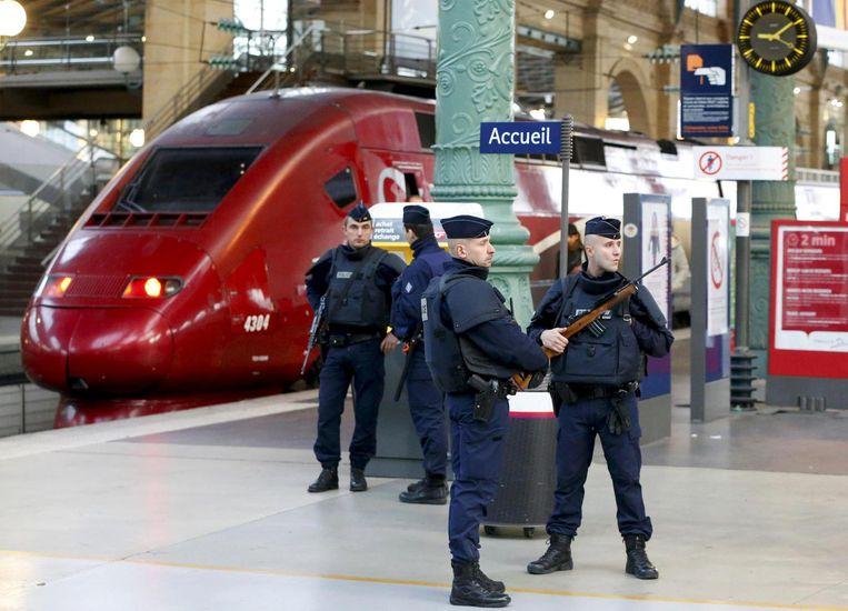 Franse politie op het Parijse station Gare du Nord. Beeld null