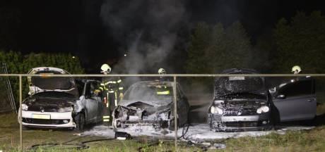 Drie auto's uitgebrand in Wijk en Aalburg