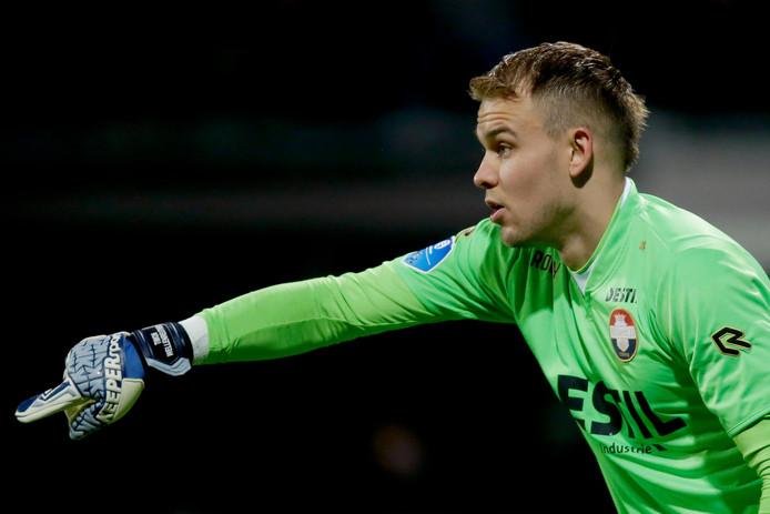 Timon Wellenreuther van Willem II ging in de fout bij het doelpunt van PEC Zwolle.