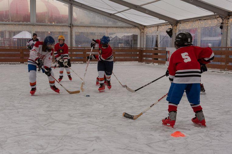 Kinderen konden zich vrijdag uitleven op de jeugdinitiaties ijshockey.