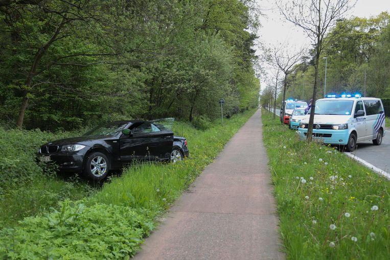 De auto eindigde in de gracht naast de Schotensteenweg.