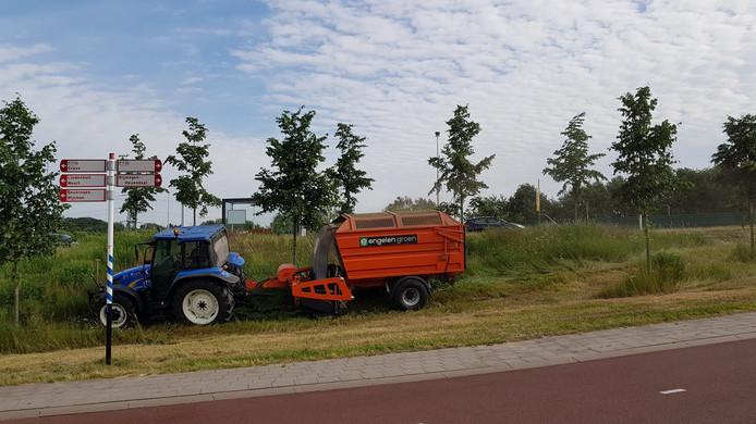 Maaizuigmachine langs de Neerboscheweg.
