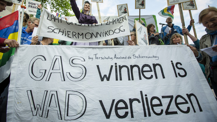 Eerder gingen inwoners van Terschelling de straat op om te protesteren tegen de boringen