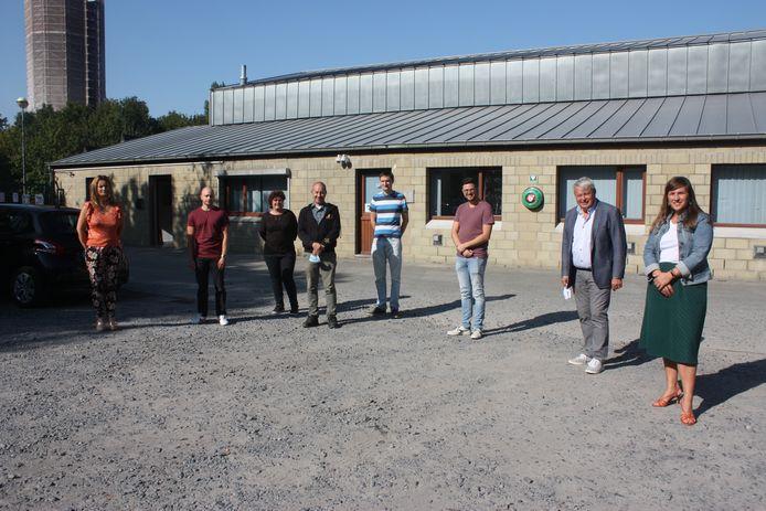 Het team van het Sociaal Verhuurkantoor voor de nieuwe burelen in Oostende.