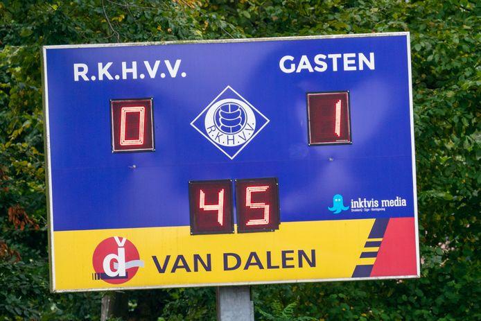 Wedstrijd tussen RKHVV en Rohda Raalte is in de rust gestaakt (0-1) vanwege een kruisbandblessure bij de scheidsrechter.