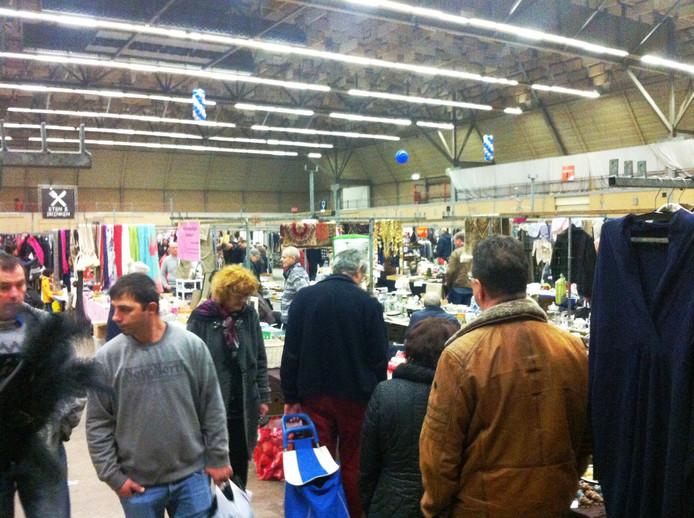 Laatste activiteit in de Americahal in Apeldoorn. Na de traditionele vlooienmarkt wordt de hal gesloopt en komt er een Hornbach.
