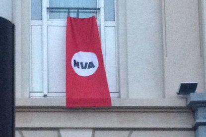 Naziachtig banier 'verwelkomt' Theo Francken en Jan Jambon in Brussel