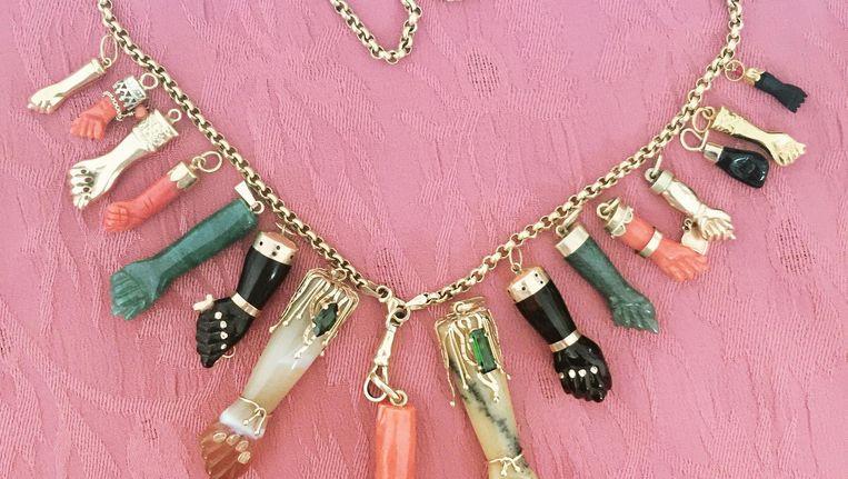 Kik Scheele maakt unieke gouden sieraden, beladen met symboliek. Beeld Kik Scheele