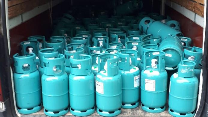 132 flessen peperduur koudemiddel werden dinsdagmiddag aangetroffen in een auto van een 20-jarige man uit Utrecht. De flessen waren eerder gestolen bij een Duits bedrijf.