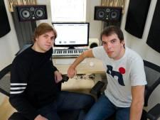 Maarten van Bingo Players treedt gratis op in Almelo als eerbetoon aan overleden dj-maatje Paul