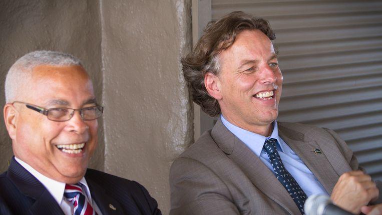 Minister van Buitenlandse Zaken Bert Koenders (rechts) en de premier van Sint-Maarten Marcel Gumbs. Beeld anp