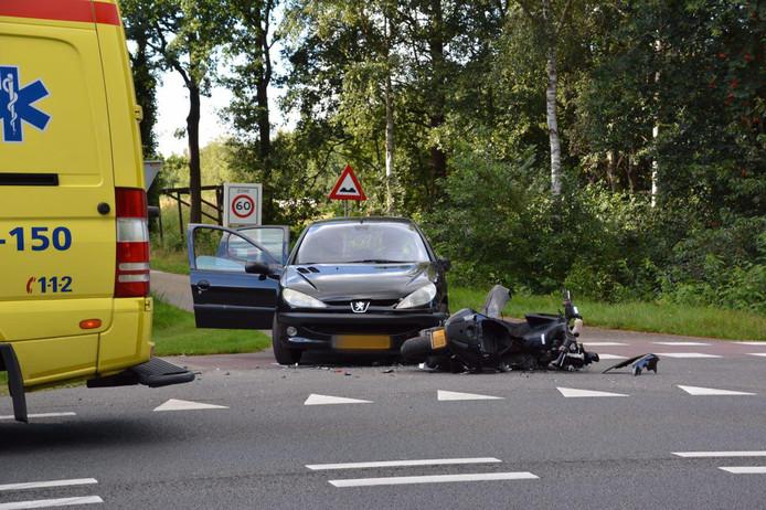 Scootterrijder gewond bij ongeluk in Kloosterhaar.