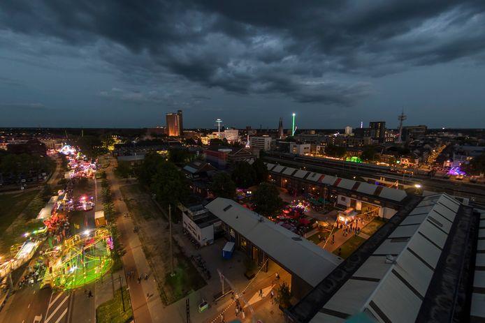 'Steden met een spoorzone zetten grote stappen'. Hier een beeld van de Spoorzone tijdens de Tilburgse kermis in 2017.