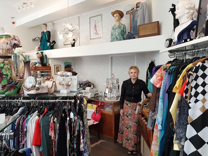 Carla van Zanddijk in de vintagewinkel van haar dromen: Bizarra.