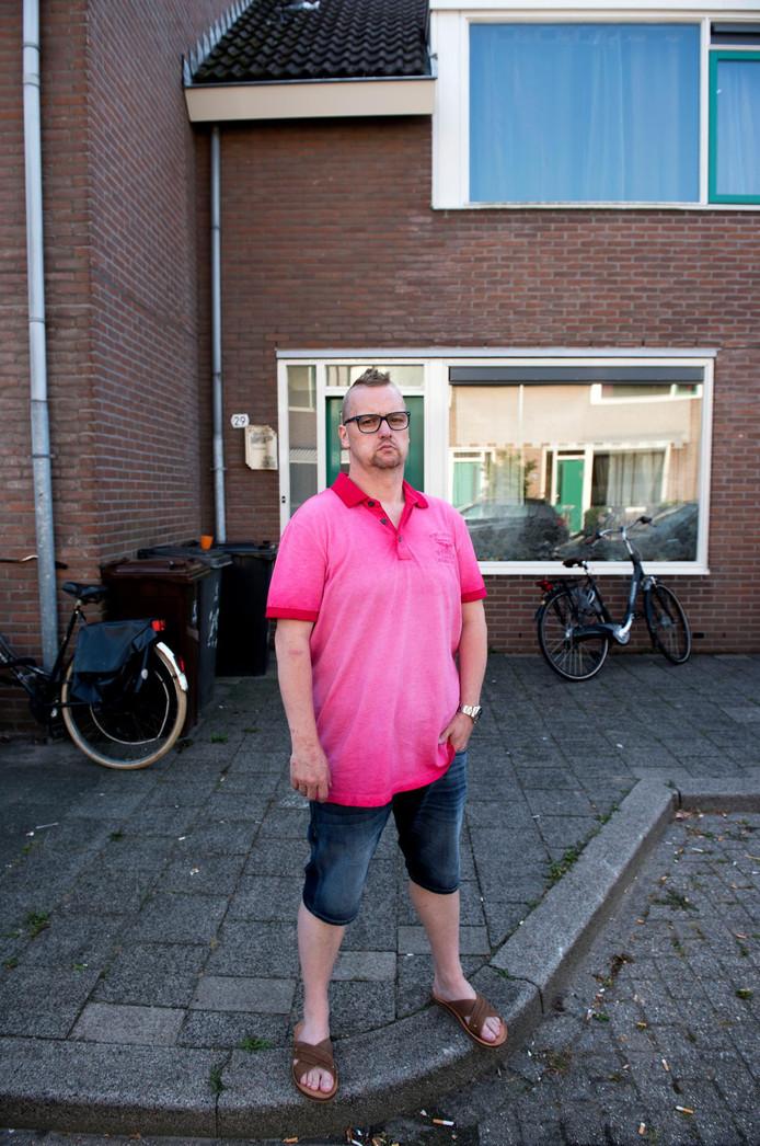 Patrick Kilian voor het huis dat hij moet verlaten