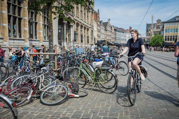Extra fietsenstallingen in Gent zijn geen overbodige luxe, niet alleen in de historische kuip maar ook in de woonstraten