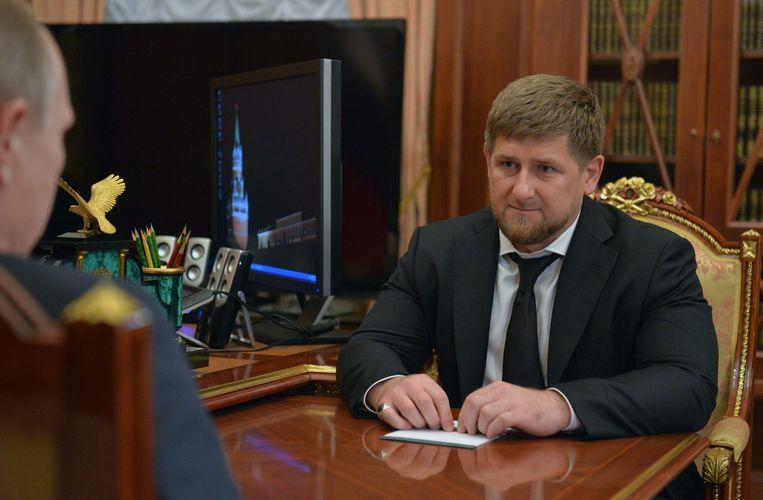 Ramzan Kadyrov in gesprek met Vladimir Poetin. Beeld epa
