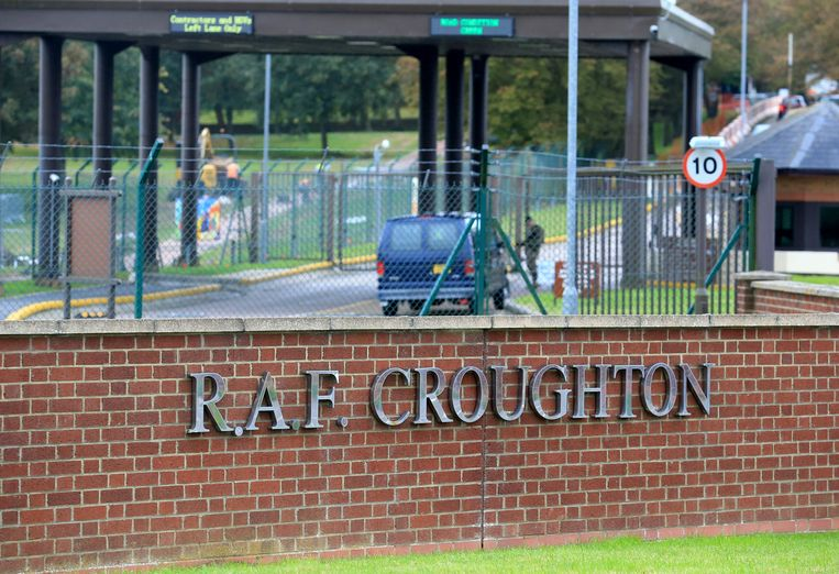 De entree van RAF Croughton in Northamptonshire, de militaire basis waarop de echtgenoot van Anne Sacoolas werkzaam was.