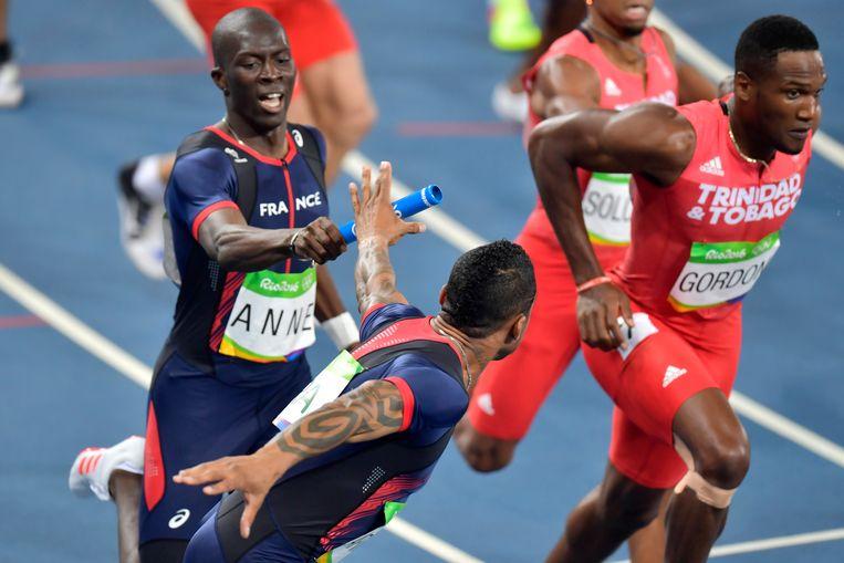 Mame-Ibra en ploeggenoot verdedigen de Franse eer op de 4 x 400m Relay Round 1 op de Olympische Spelen Rio in 2016