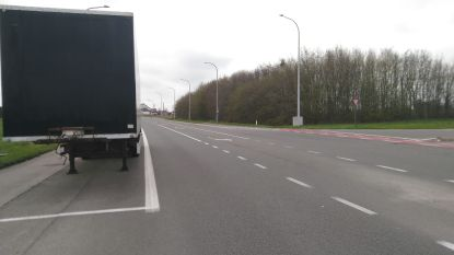 Parkeerverbod voor vrachtwagens aan fietsoversteek Ringlaan