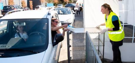 In de file voor een schepijsje: Drive-thru van IJskaffee de Kei in Ugchelen is groot succes