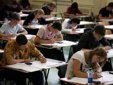 Eén scholier OBC Elst verscheurt examen economie